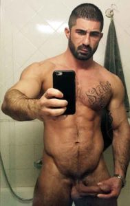 Hairy bodybuilder gets wild on his first gay cam show