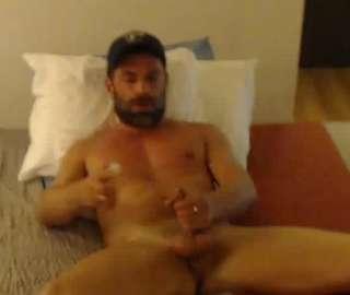Gay Bear Dude Makes Me Horny On His Webcam Show