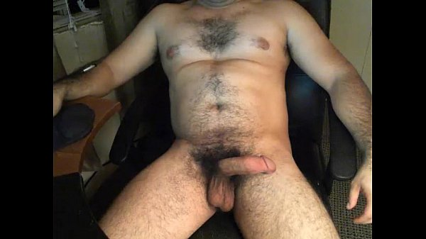 Beefy guy playing with dick on chaturbate